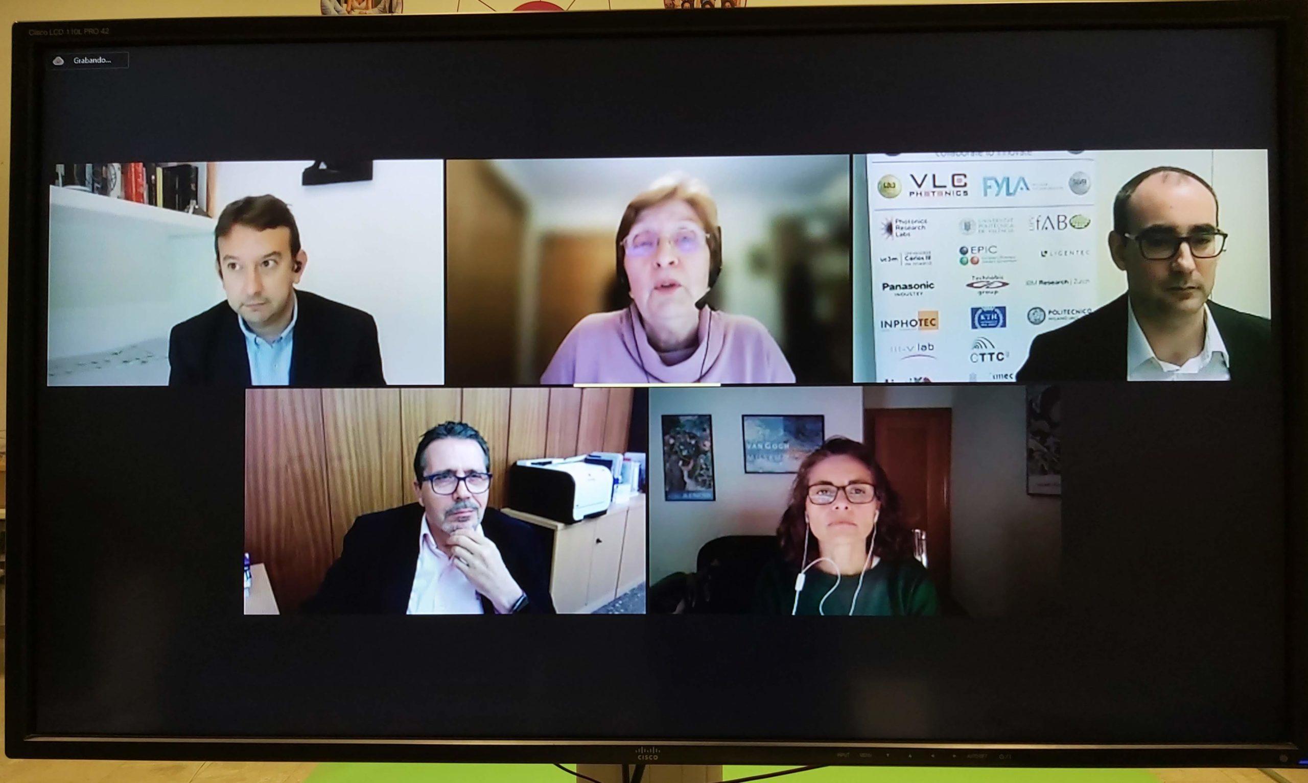 Mesa redonda (de izq. a dcha.): Andreu Climent, Elena Castro, Pascual Muñoz, José Capilla, Puri Garcia